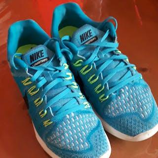 Baskets running Nike...