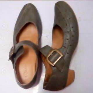 Chaussures grises à ...